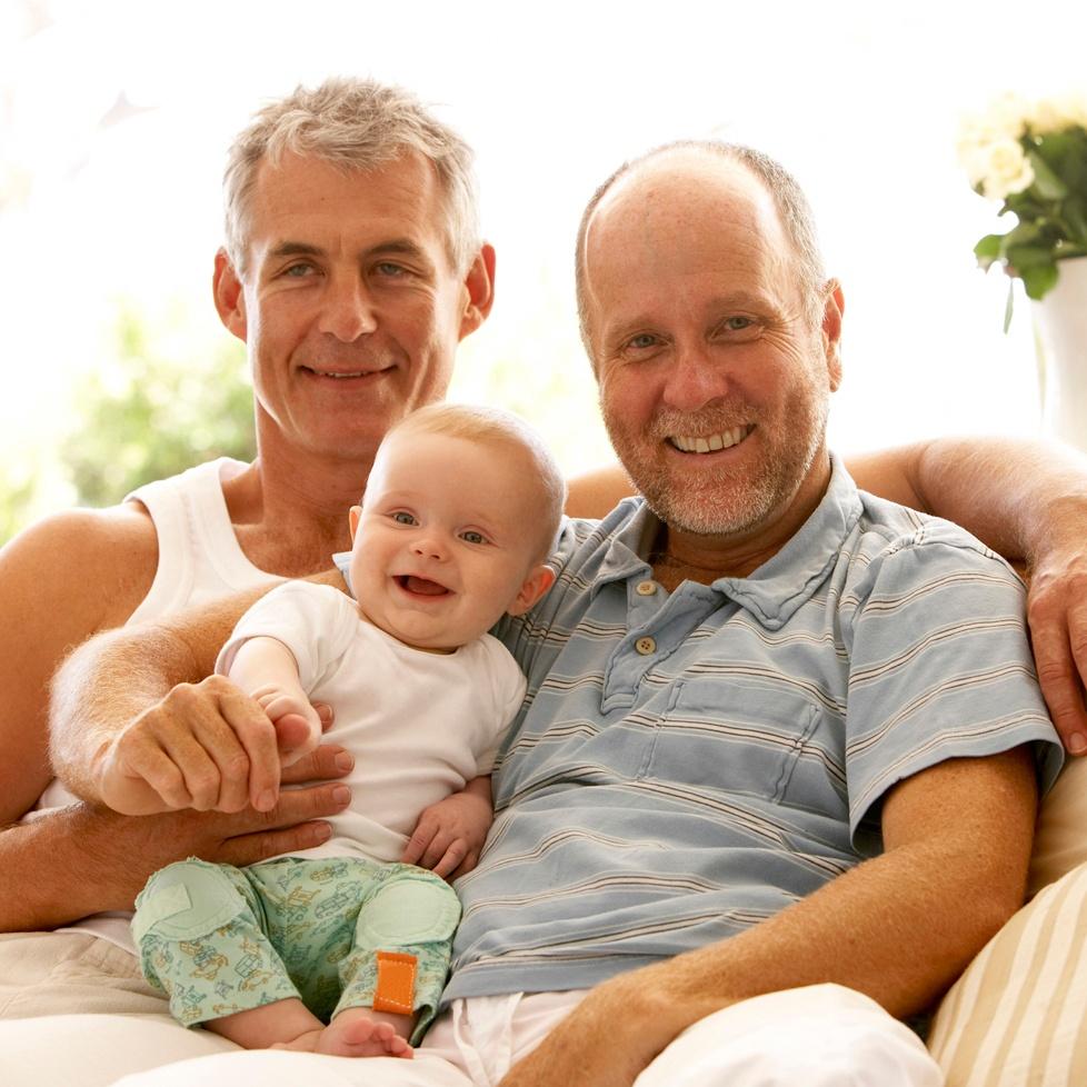 gay-_couple_invia_ad_78156143.jpg